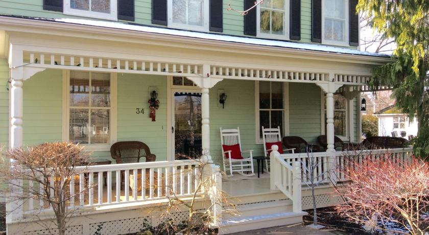 Scarlet Tunic Bed and Breakfast | Niagara on the Lake