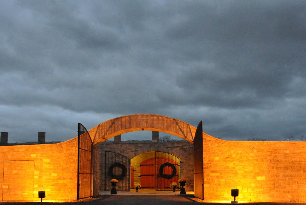 Niagara Falls Hotels >> Megalomaniac Winery | Niagara on the Lake Wineries