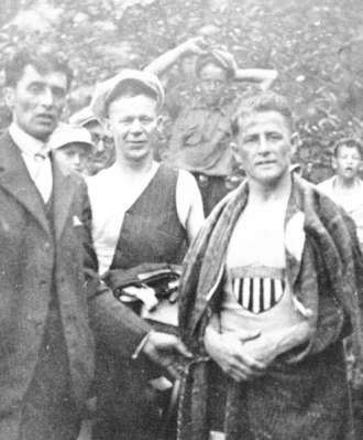 Jean Lussier is shown after his trip over the Horseshoe Falls, 1928. William Red Hill who assisted Lussier is shown at centre.