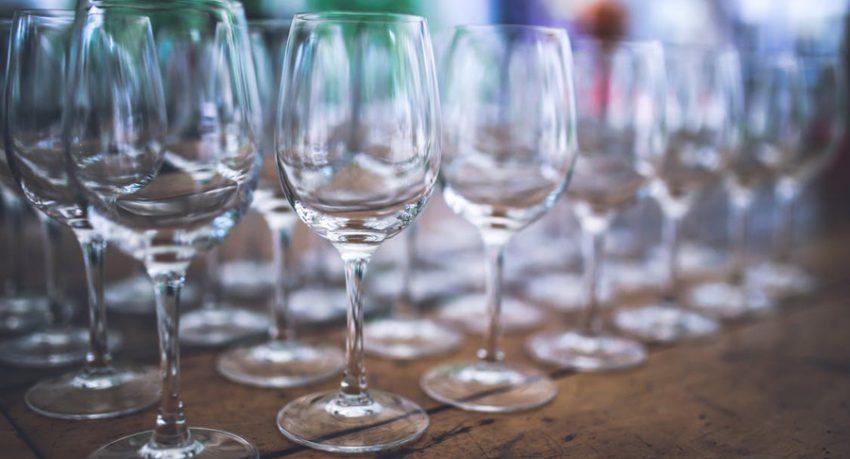 choosing wine glasses