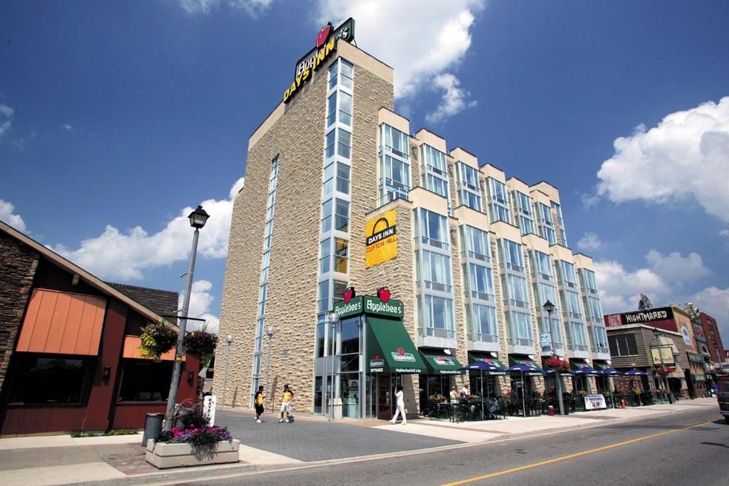 Days Inn Niagara Falls Clifton Hill Casino Niagara