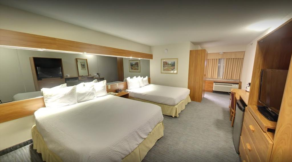 Days Inn Amp Suites Niagara Falls Centre St By The