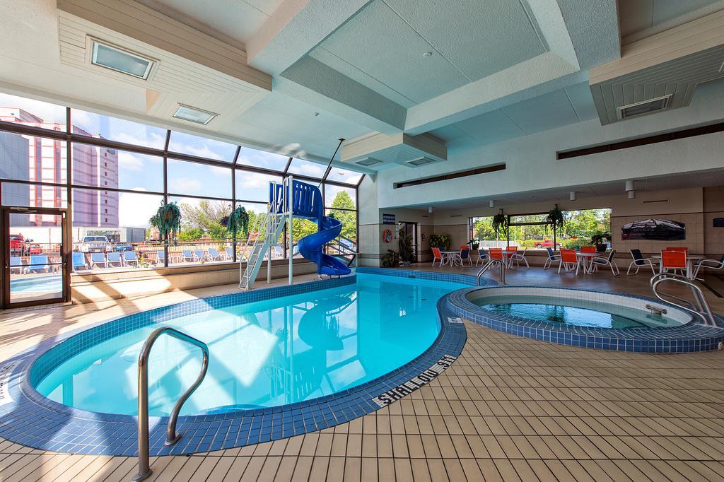 Howard Johnson Hotel By The Falls Niagara Falls Hotels Booking