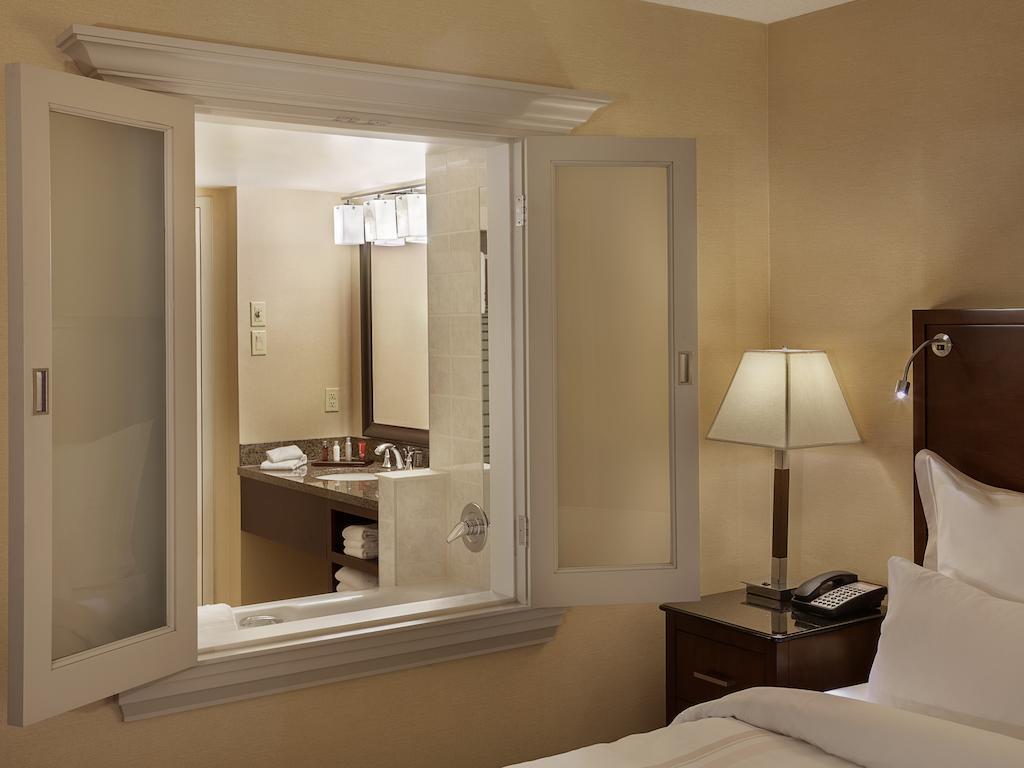 Niagara Falls Hotel With Hot Tub In Room