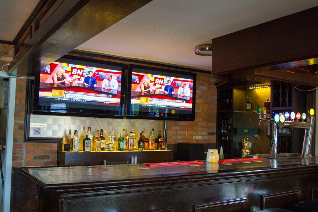 Niagara falls motor lodge places to stay niagara falls for Motor city casino hours
