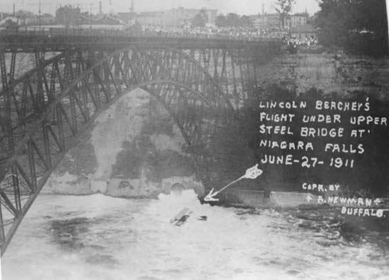Lincoln Beachy during his flight under the Upper Styeel Suspension Bridge