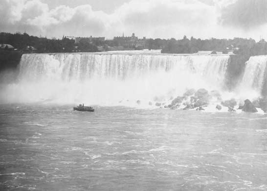 An early photograph of the Maid of the Mist