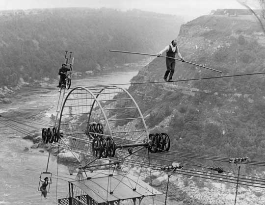 Henri Rechatin using the Spanish Aero Car cables for a tightrope